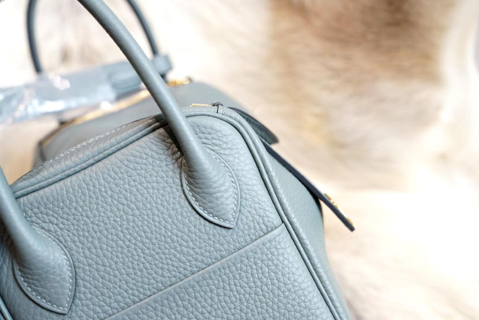 最新年份真品开版 C63杏仁绿 琳迪包 Lindy 26CM 金扣 原厂Clemence皮 法国蜡线 全手缝